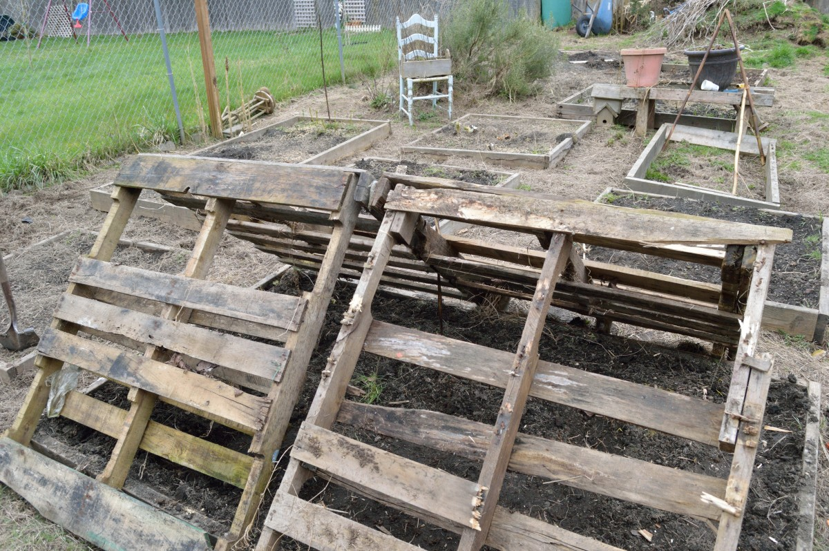 Lean the pallets together in a triangle