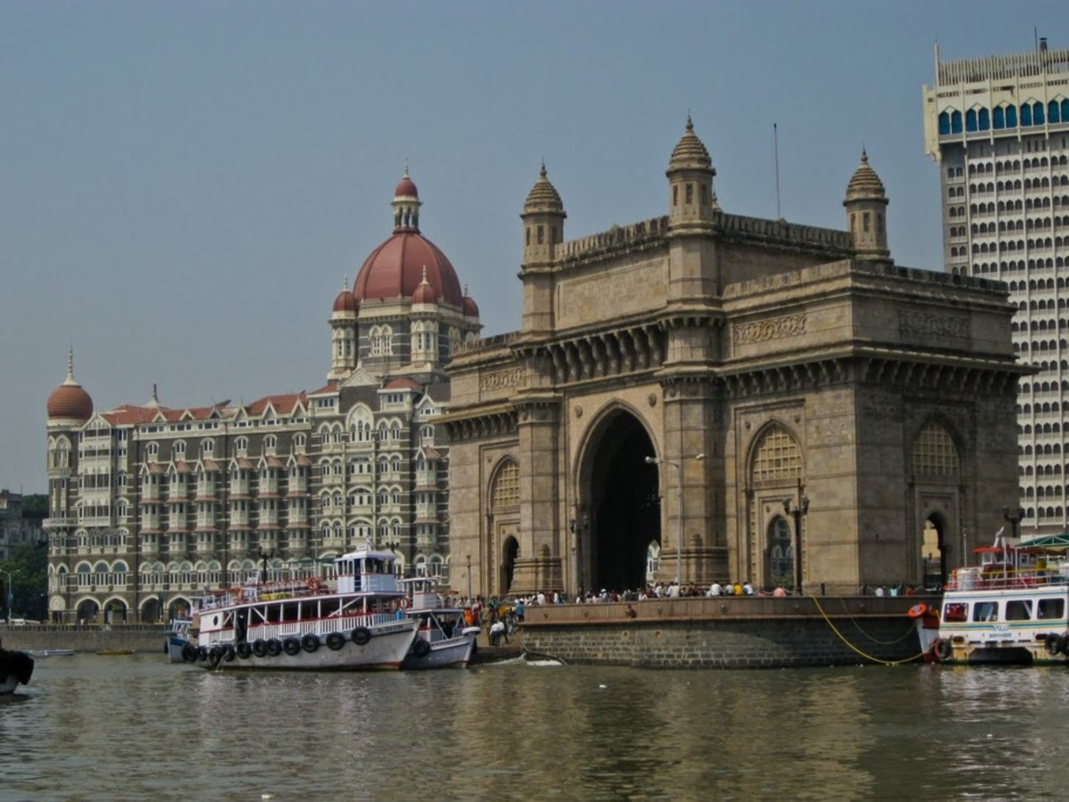 The 'Gateway of India' monument in Mumbai (Maharastra), India, overlooking Mumbai Harbor and the Arabian Sea. The Gateway of India was built in 1924 to commemorate the visit to Mumbai by King George V and Queen Mary 13 years earlier.