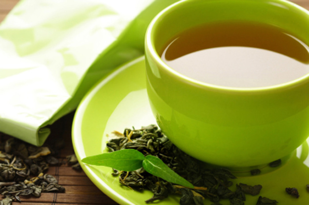 Green tea and chamomile tea both have anti histamines which help with seasonal allergy reactions.