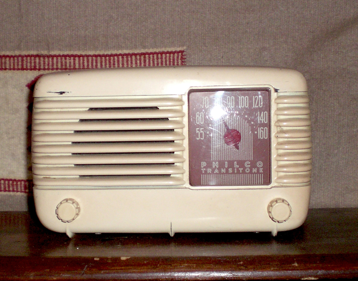 1948 Transitone Bakelite Table Radio model 48-200-121