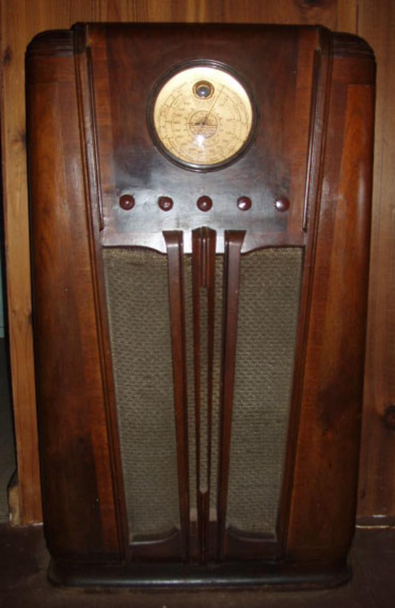 1936 Silvertone Wood Console Radio Model 4586A