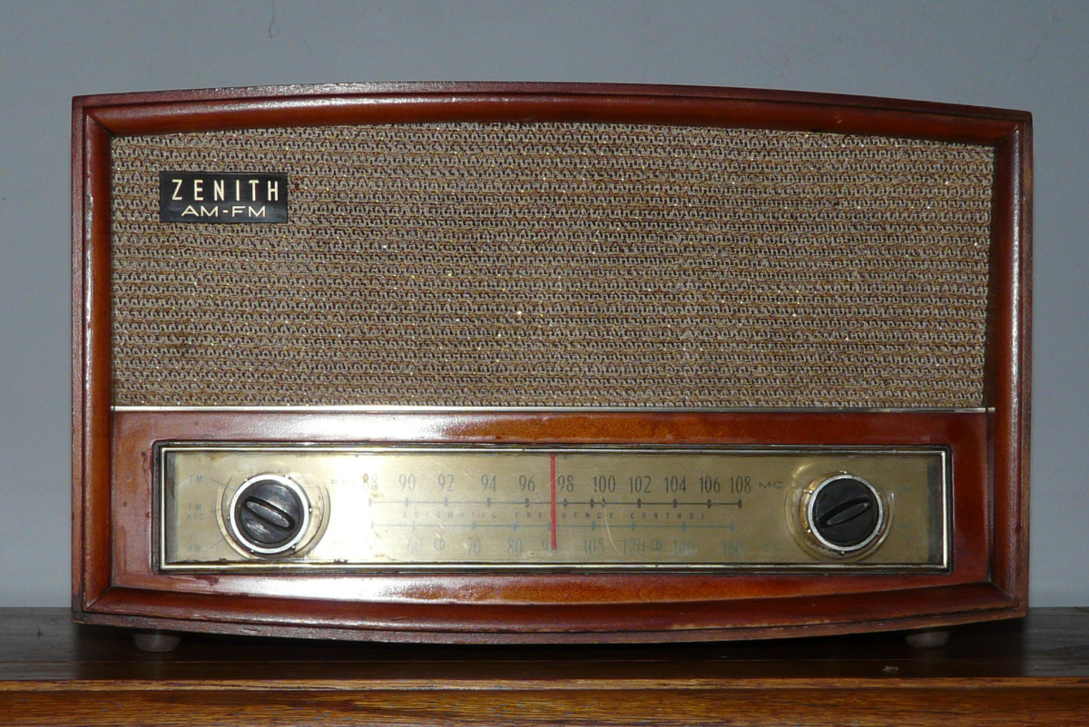 1956 Zenith Wood Table Radio Model S-522224