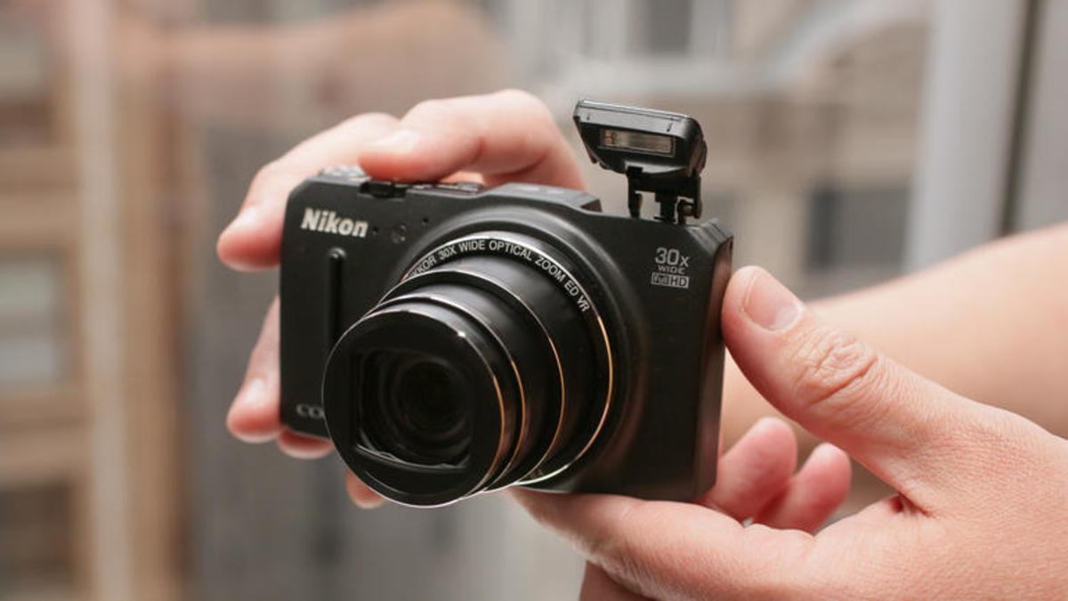 PC Magazine gave the Nikon Coolpix S9700 camera its Editors' Choice award for compact super-zoom cameras.