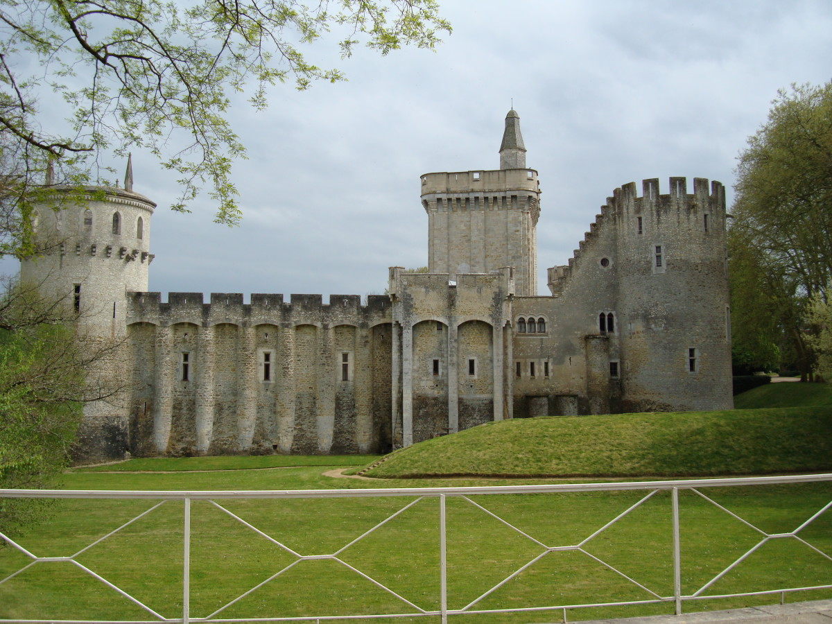 Chateau Guillaume, view of the Dungeon, and walls of the medieval fortress
