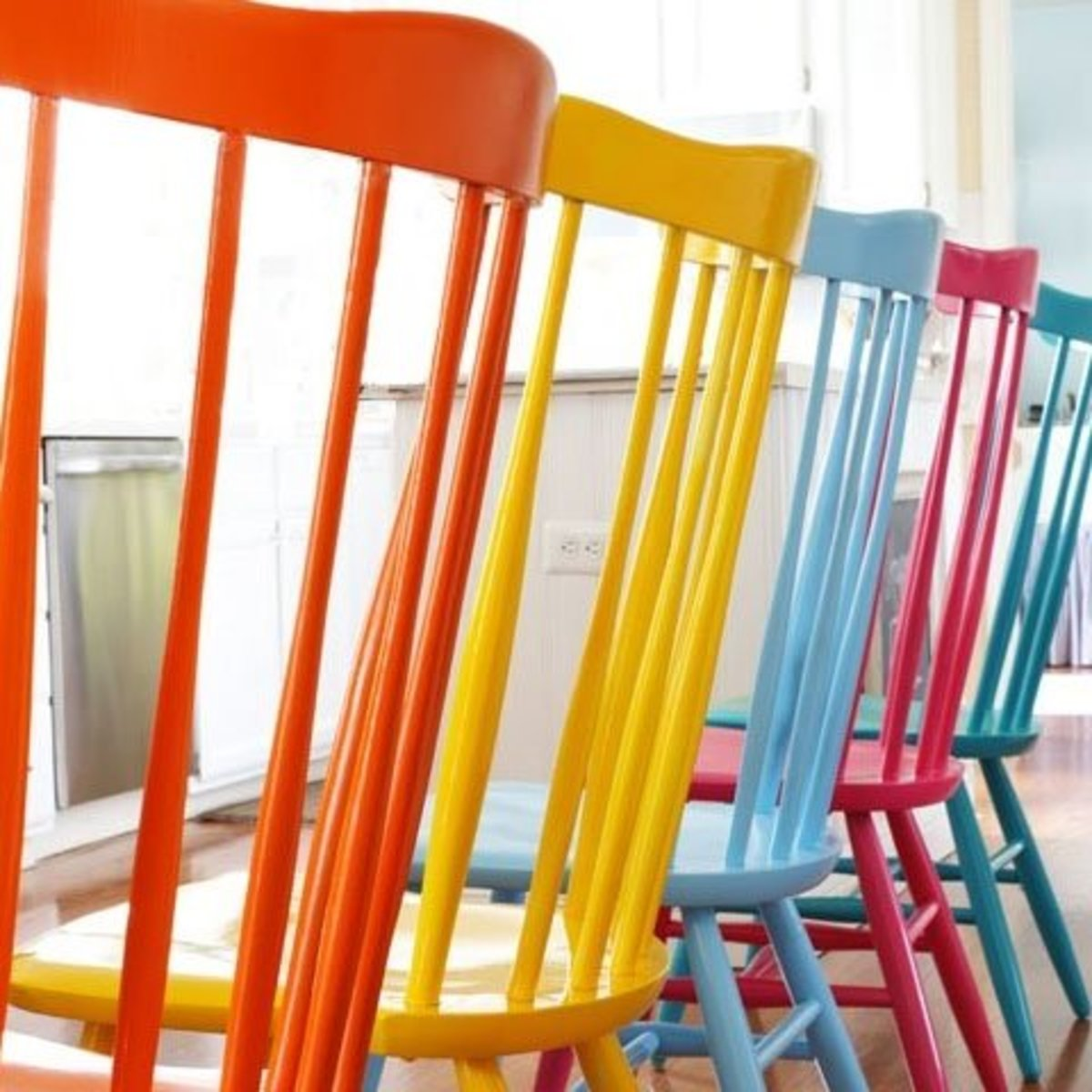 Spray painted wooden chairs | Easy and Creative Decor Ideas | Click for Tutorial