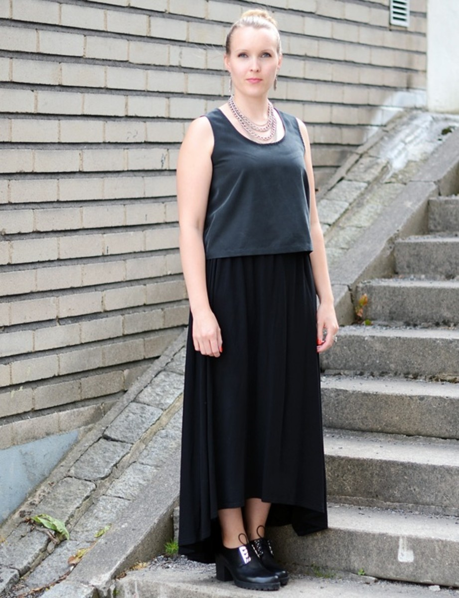 tips on what to wear with a black maxi skirt