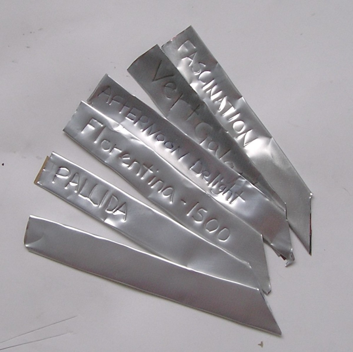 make-aluminum-plant-tags-from-old-cans