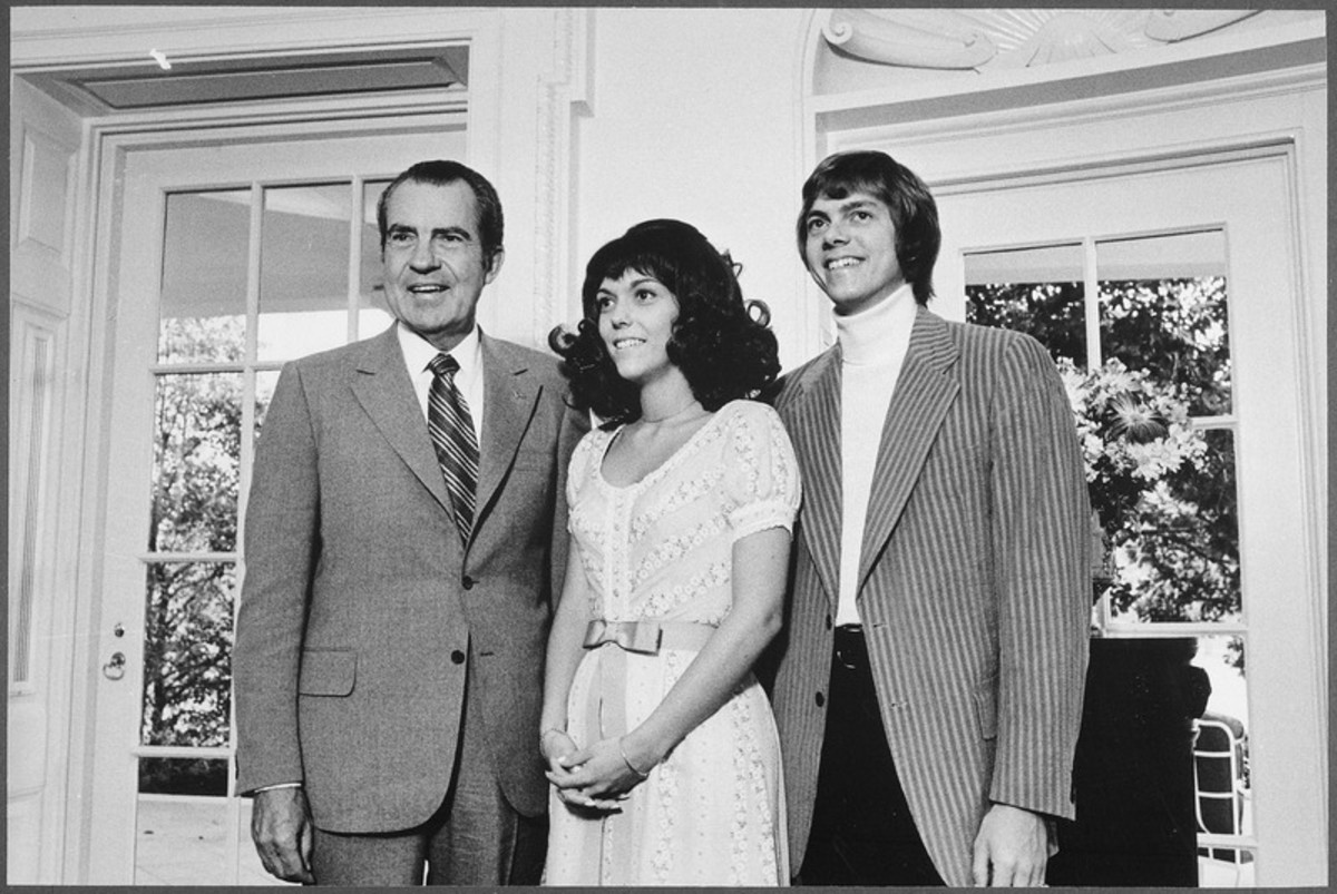 Karen and Richard Carpenter the famous singing duo of the seventies meets President Richard Nixon