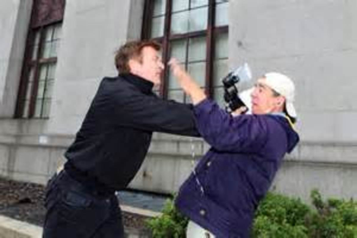 Baldwin attacking man taking photos