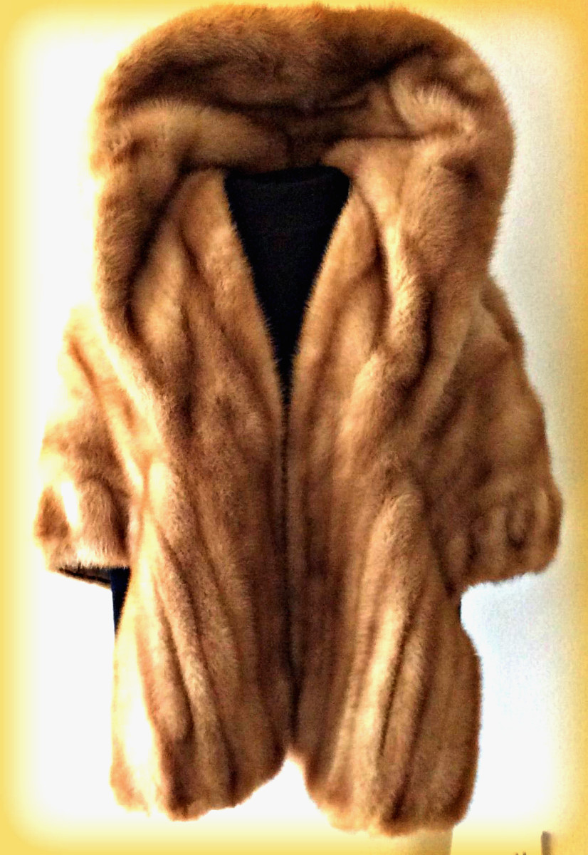 A lush honey brown mink stole. The collar is knock out. The slight ruffle is rich and supple. You will feel like a wealthy local socialite.