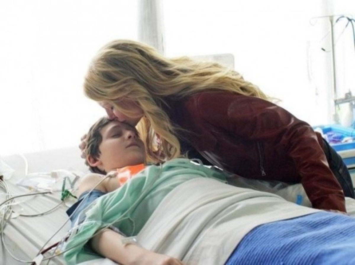 Emma Swan kisses Henry