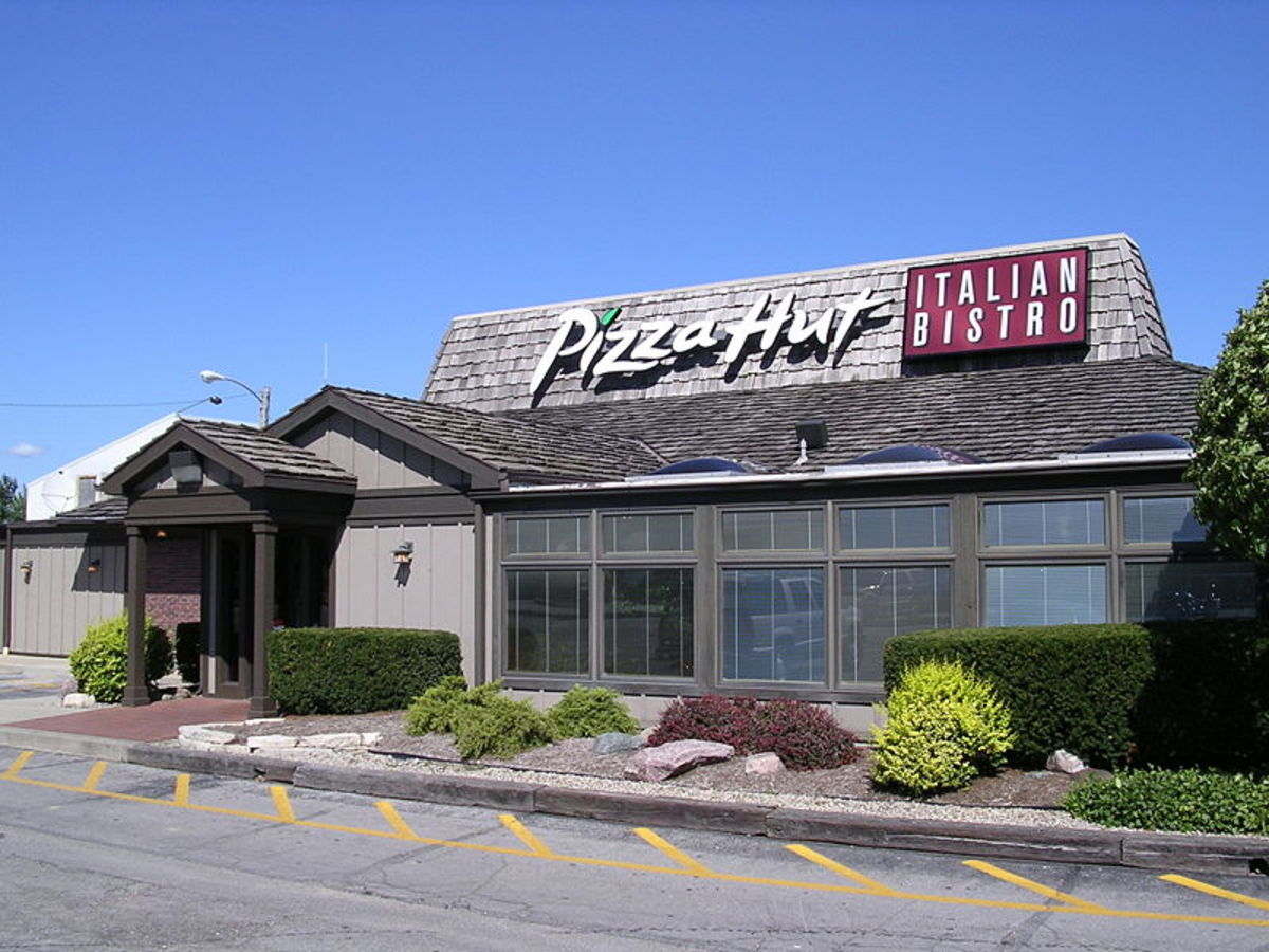 Pizza Hut Italian Bistro. a new style building in Indianapolis, Indiana.