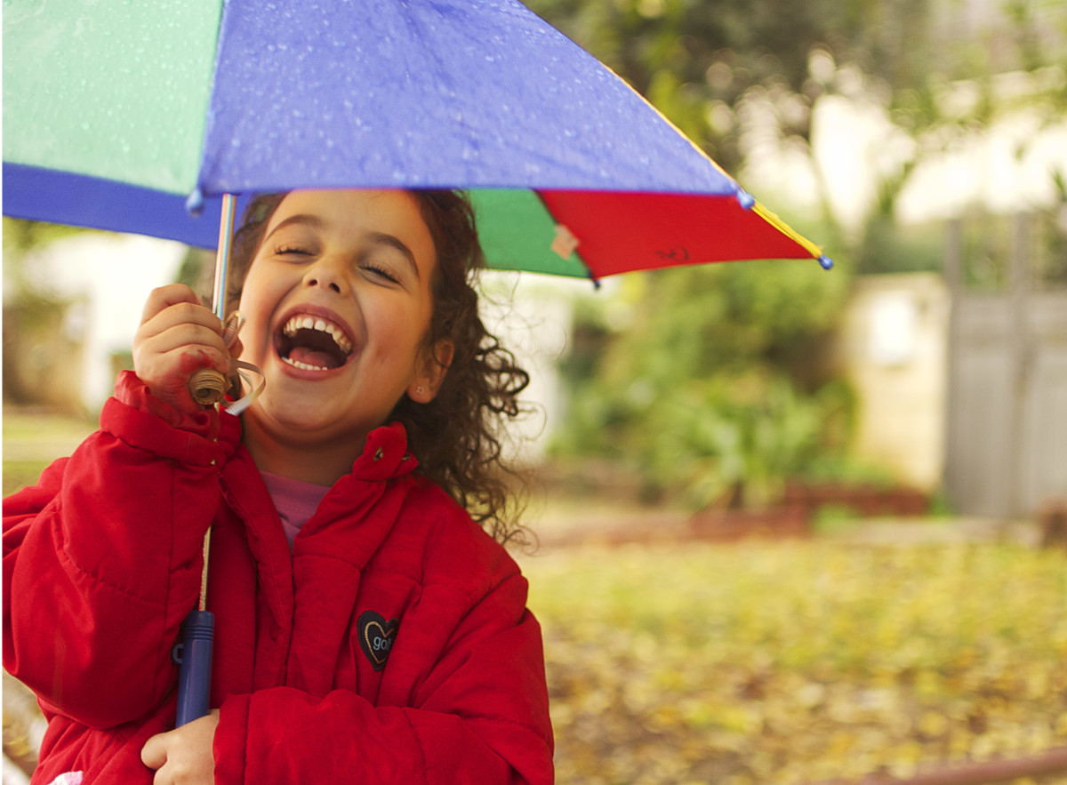 Negative ions released into the air during heavy rain have an invigorating effect.