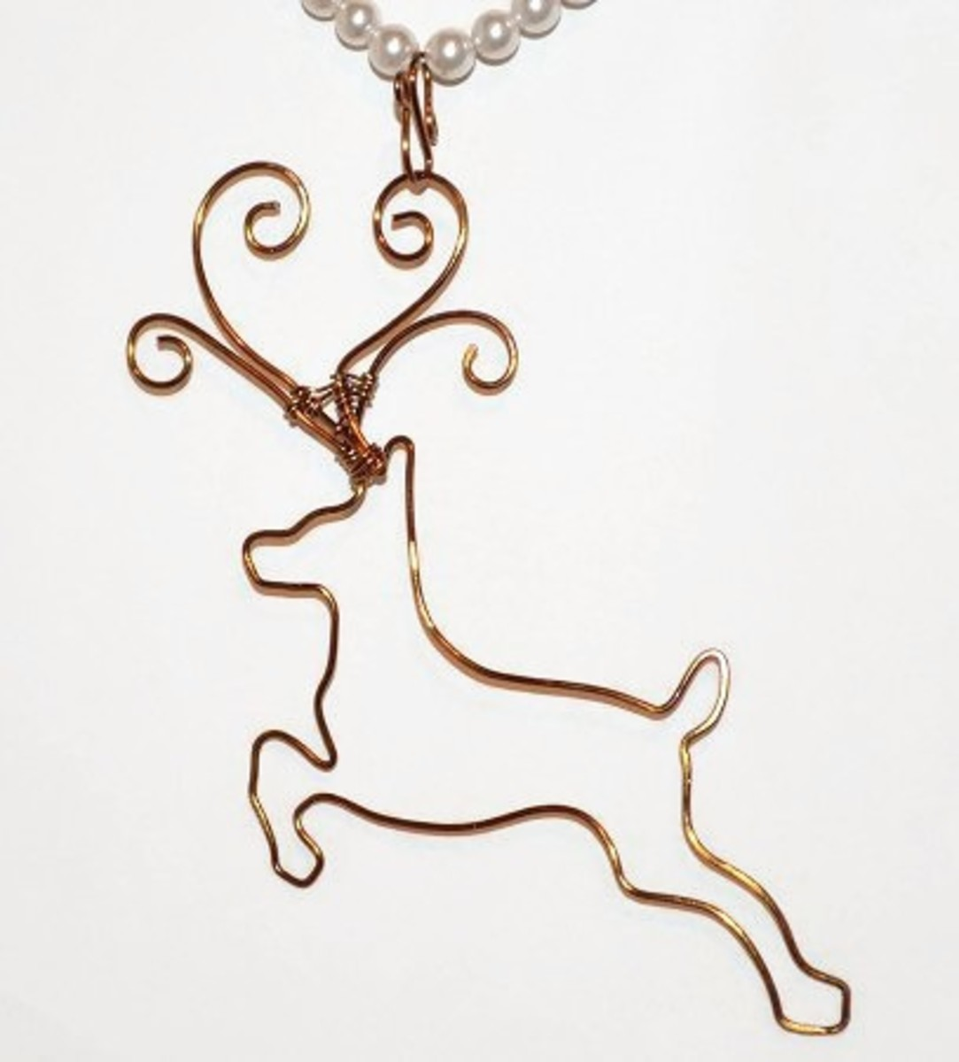Free tutorial, learn how to make this wire work prancing reindeer pendant or Christmas tree ornament