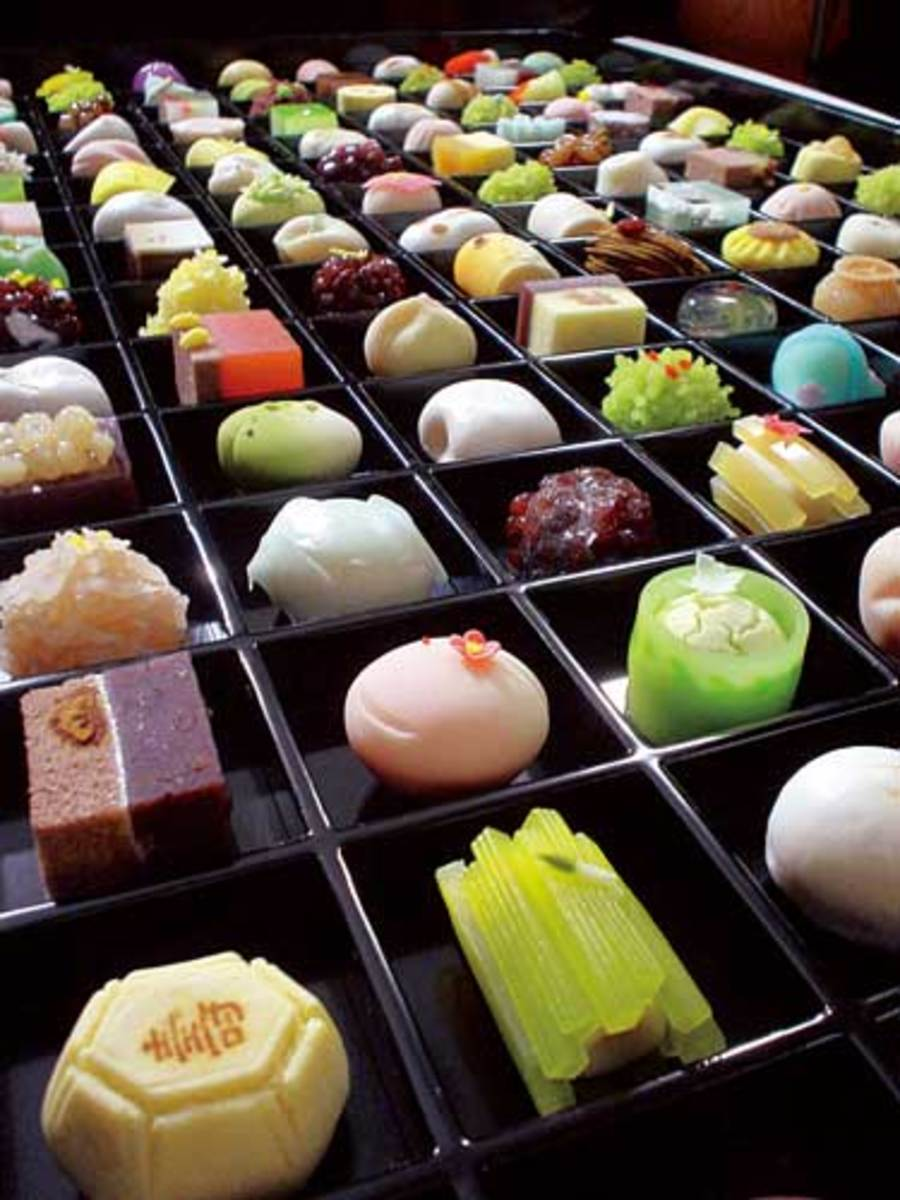Wa-gashi or traditional japanese sweets where red beans is the main ingredient)   (courtesy of http://japantrend.blog94.fc2.com/blog-entry-396.html)