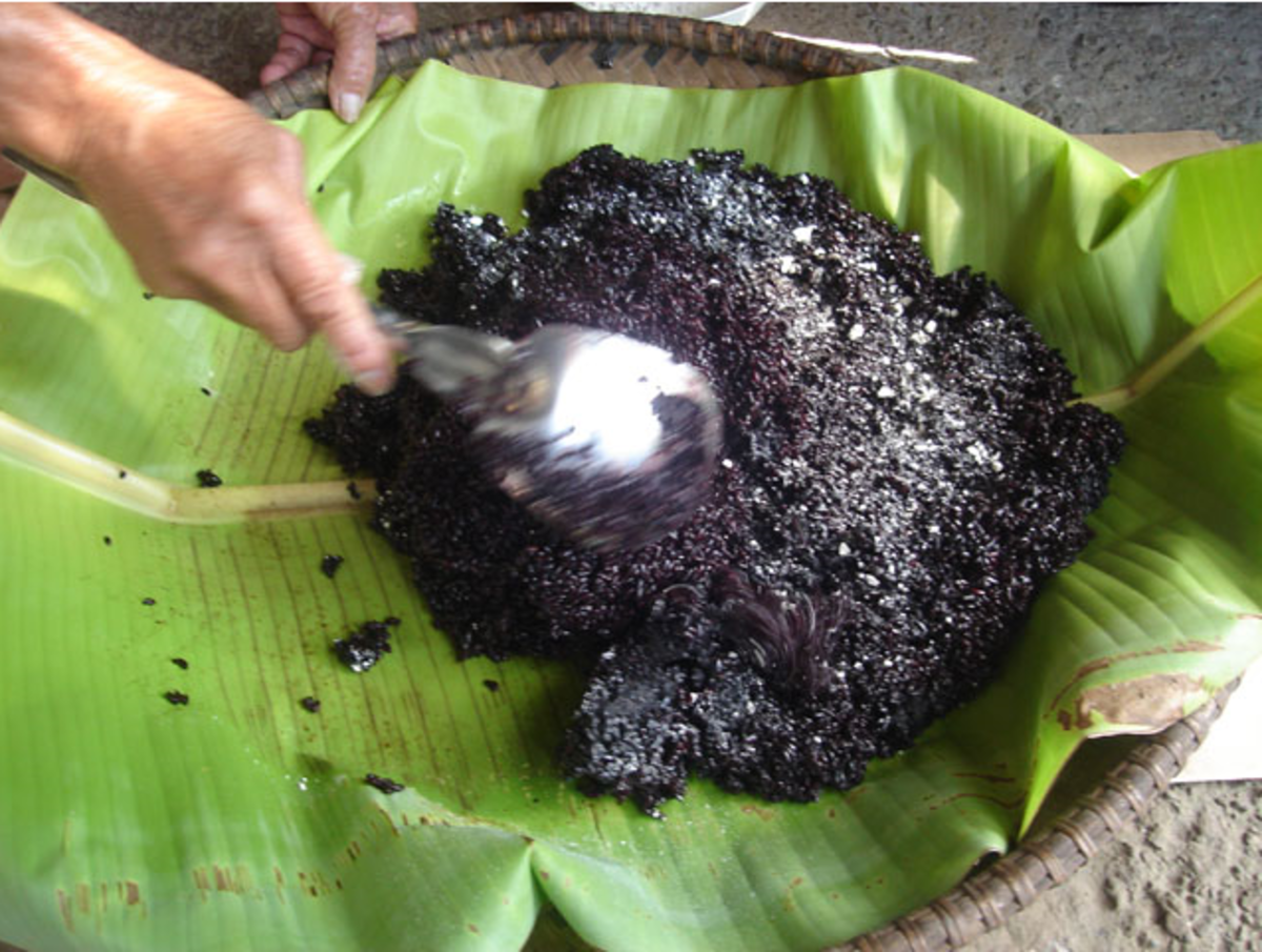 Mix the cooked rice to distribute the bubod (Image Credit: Photos by Jun Verzola and Brenda Dacpano/NORDIS from galleries.nordis.net)