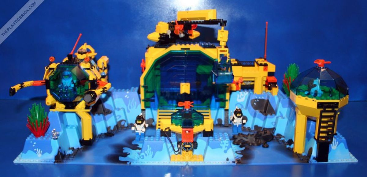 Being able to explore underwater for extended periods of time sounded awesome at some point in time. Lego made a set emphasizing that idea.