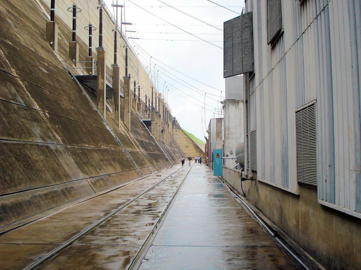 Barges of Kainji Dam