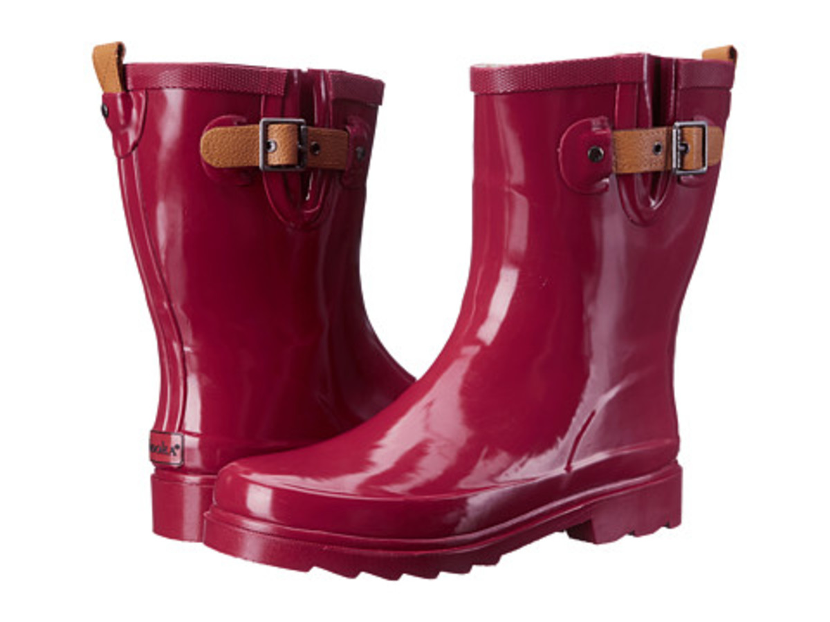 Chooka Top Solid Mid Rain Boot Is Perfect For a Wider Calf Fit