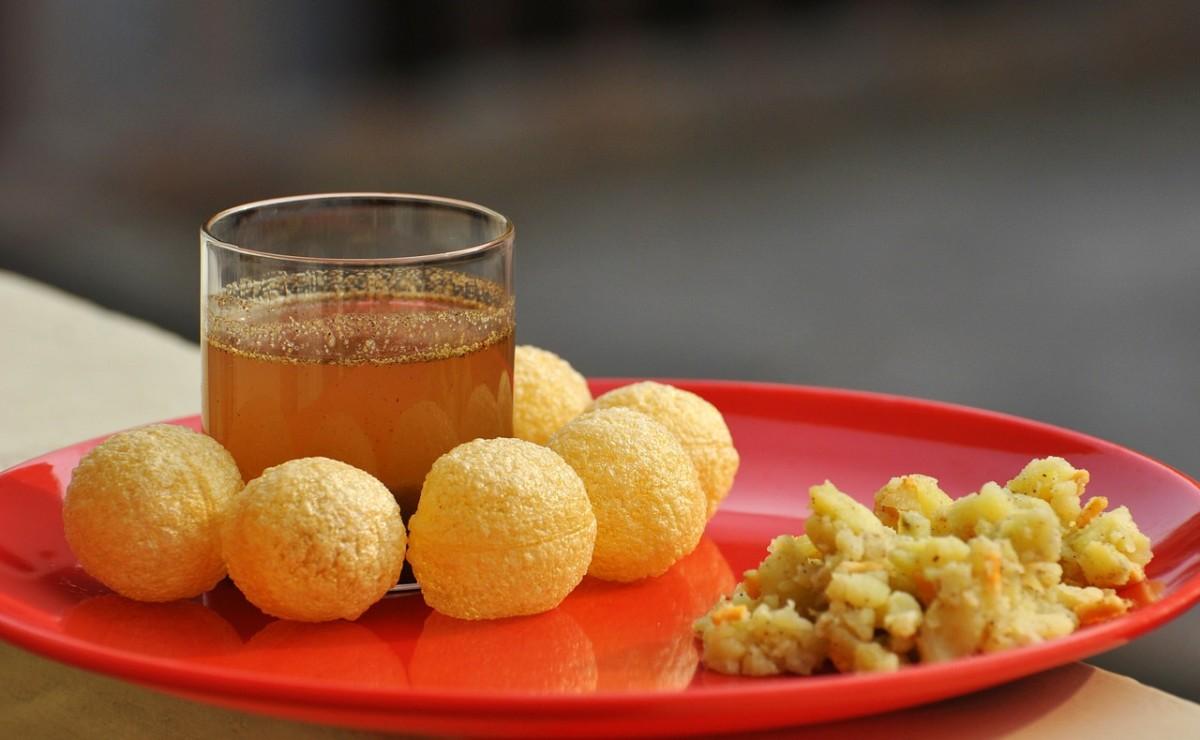 Pani Puri and tangy tamarind water