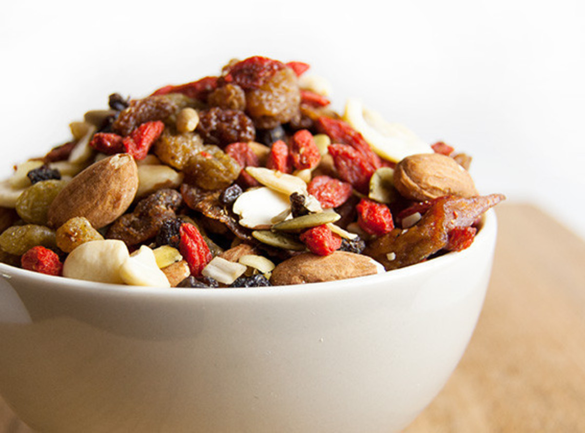 trail mix with goji berries snack