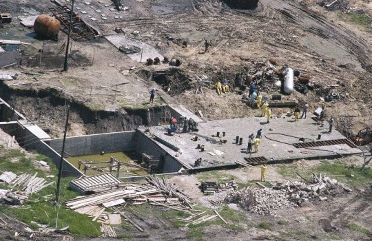 Investigators work on top of the underground bunker at the Branch Davidian compound near Waco.