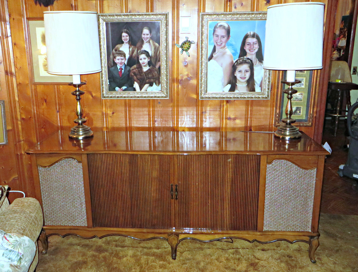 Curtis Mathes, 1960 The Kingston Model K1523, High Fidelity Combination Television, AM/FM Radio Stereo, and Deluxe Curtis Mathes turntable ... The ultimate in high fidelity performances, custom cabinetry, majestic French provincial styling; this mode