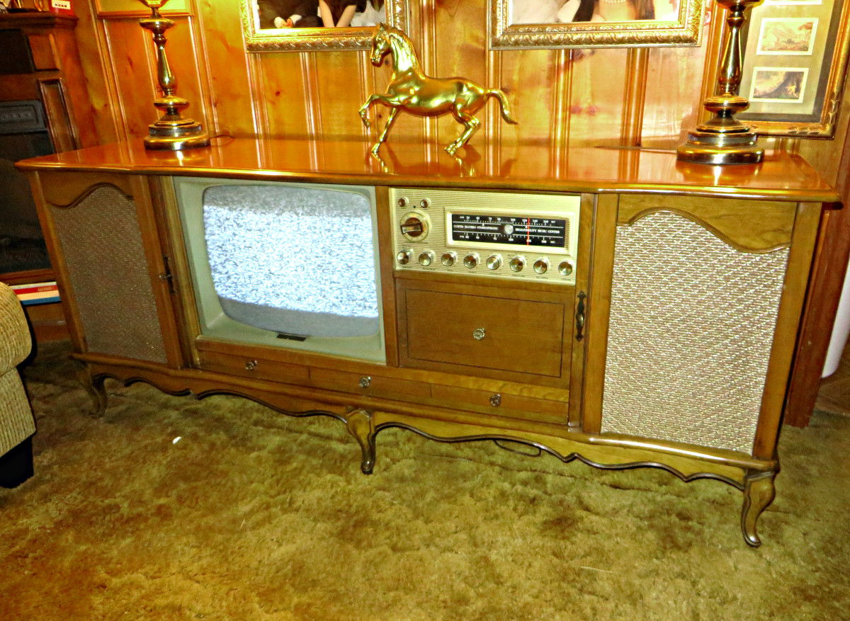 This console is over 55 years old this year 2015, and everything still works, the television, the FM & AM radio, and the Curtis Mathes made turntable.. A true timeless classic.