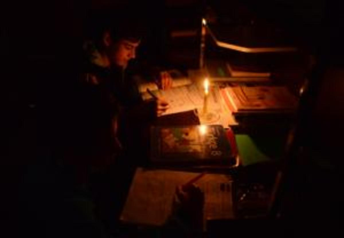 Studying late hours during power cuts without inverters