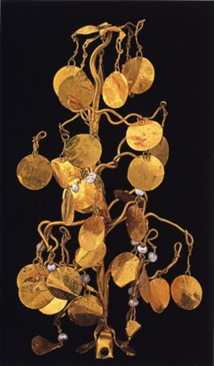a headdress topped by a golden 'tree' with pearls.