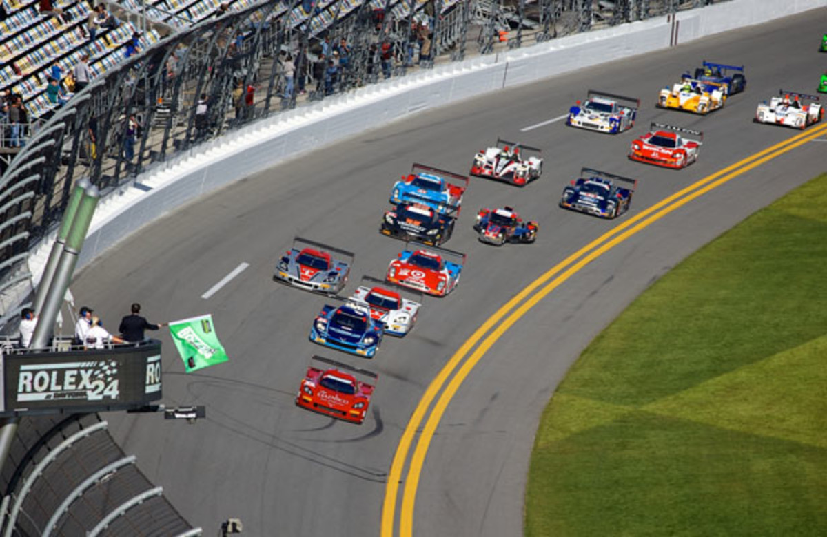 The Green Flag for the 2015 Rolex 24 at Daytona