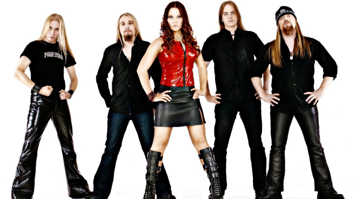 Although this is not the original band lineup, the lineup here is as follows: From left to right: Sami Vauhkonen, Sauli Kivilahti, Tanja Lainio, Jukka Outinen, and Heavy (Jarkko Hiltunen).