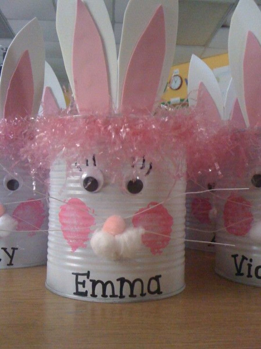A soup can, Easter grass, cotton balls, and construction paper can be crafted into this amazingly cute Easter Bunny.  Crafting with kids was never cheaper or more fun than this!