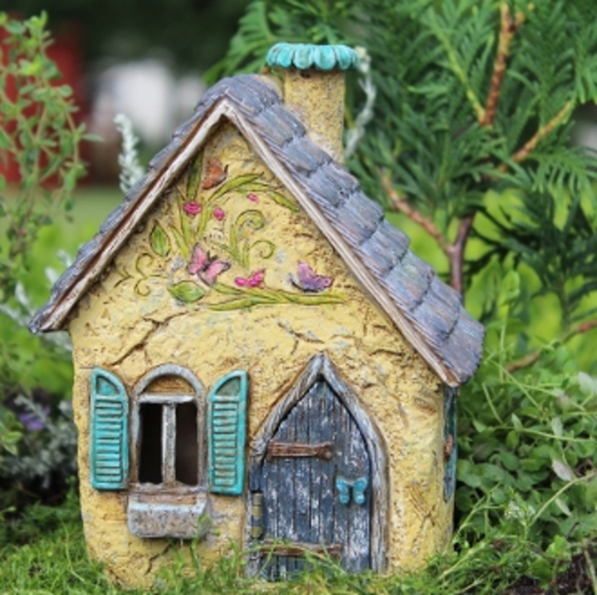 I found this lovely brookside cottage at the fairygardenstore.com.  It's one of my favorites