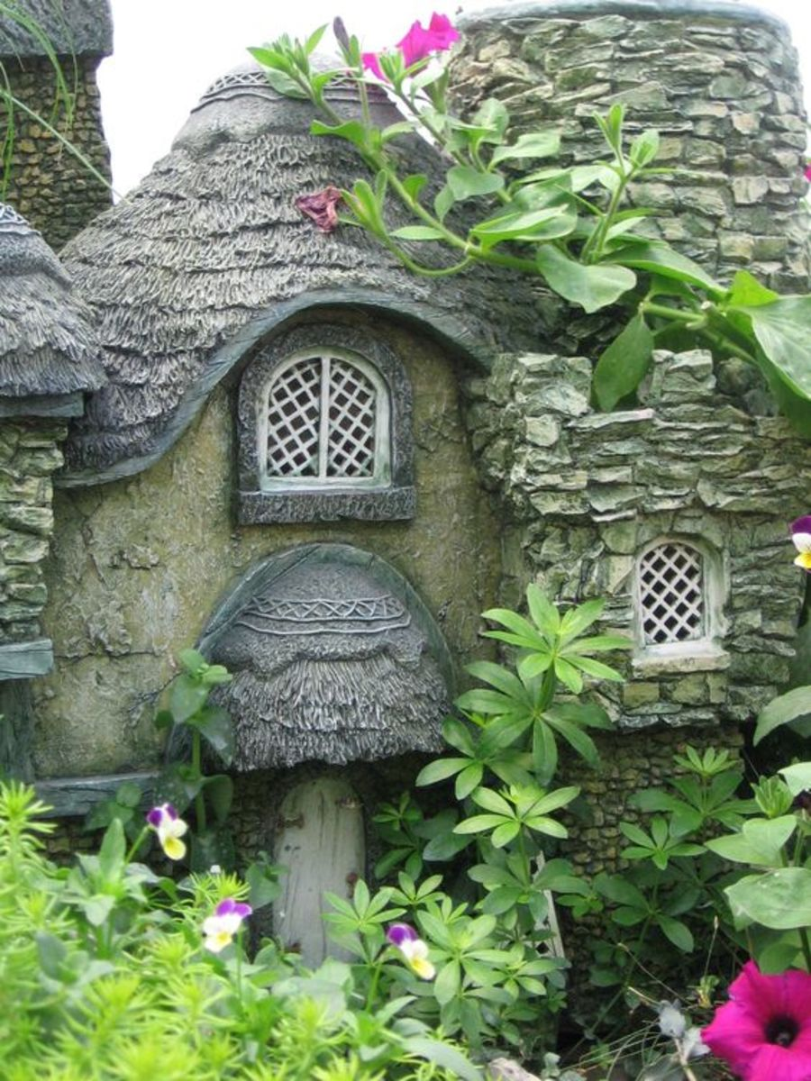 I found this beautiful stone cottage for fairies on Pinterest
