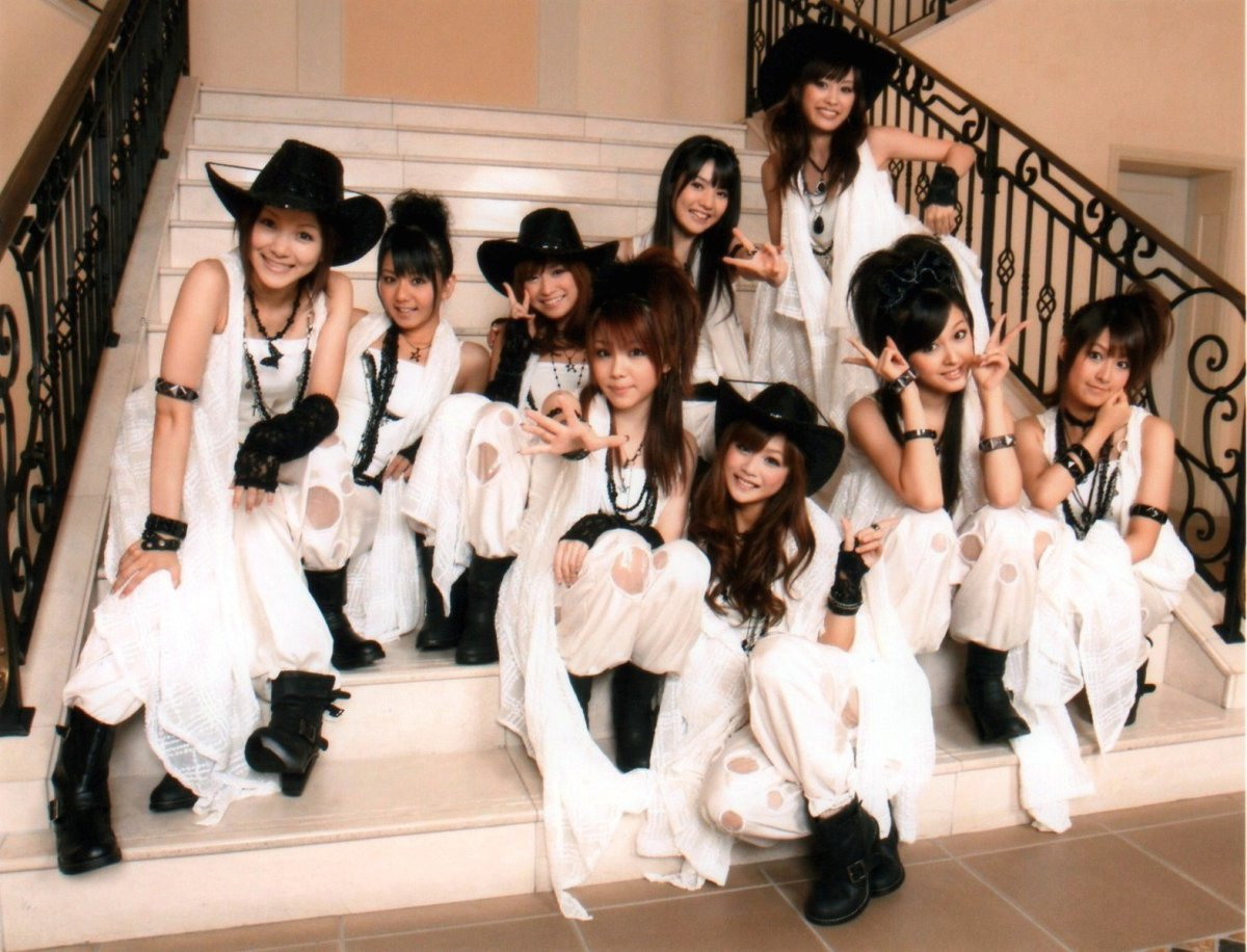 On the bottom of the stairs are members Reina Tanaka, Risa Niigaki, and Koharu Kusumi. Kusumi was the only member of the group's 7th generation.