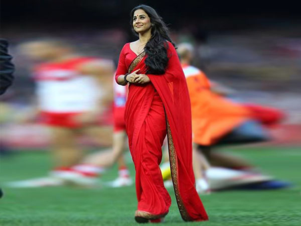 Vidya in soft red georgette saree with narrow border which makes her look slimmer