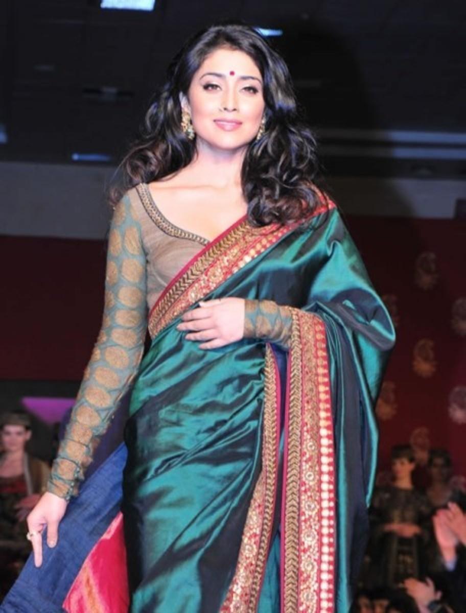 Full sleeve blouse with churi sleeves