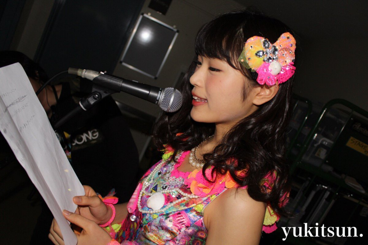 It looks like Nagisa Shibuya is preparing for a song in this photo but nonetheless she is very cute!