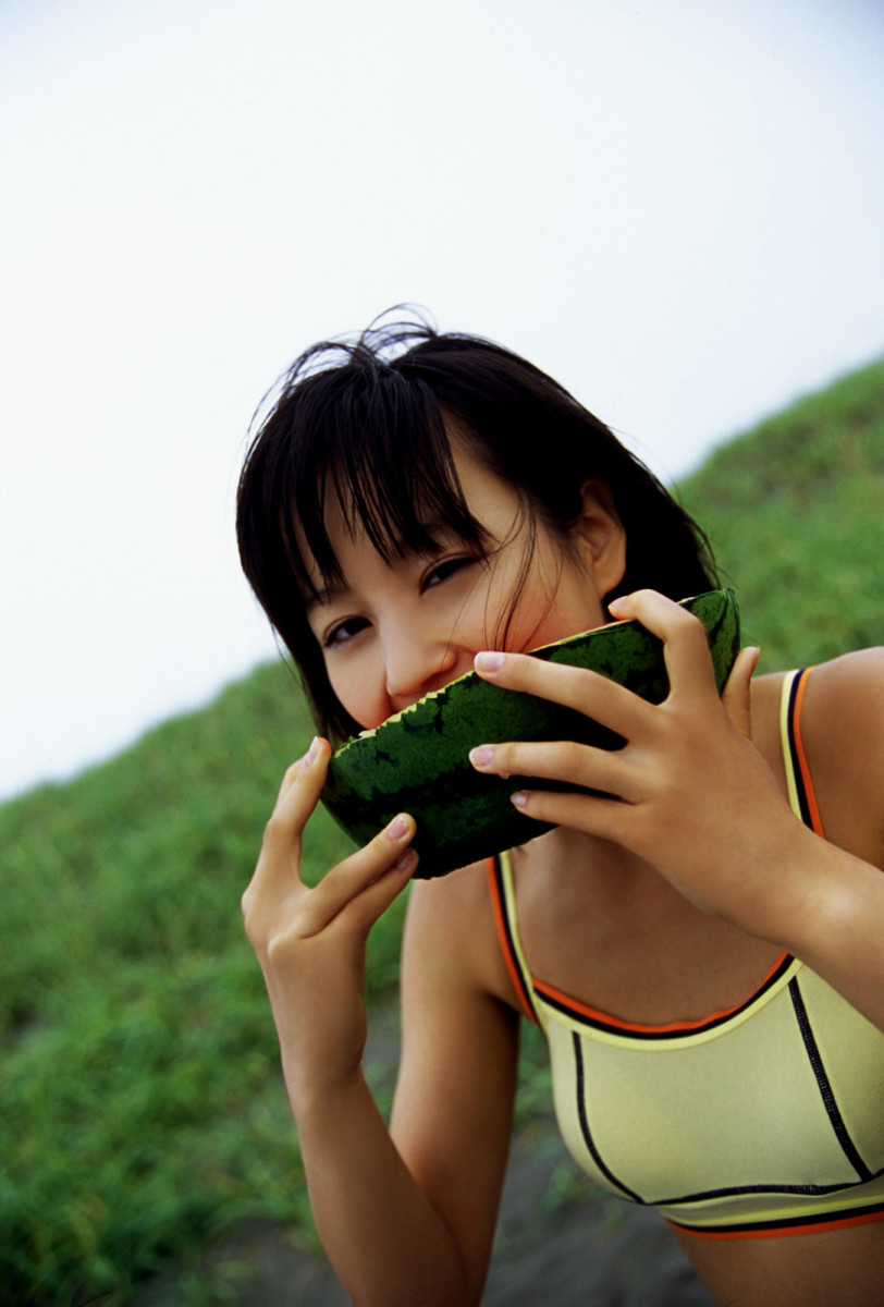 Maki Horikita eating a watermelon?