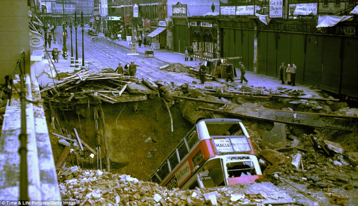 Crater at Balham with wreck of no.88 bus