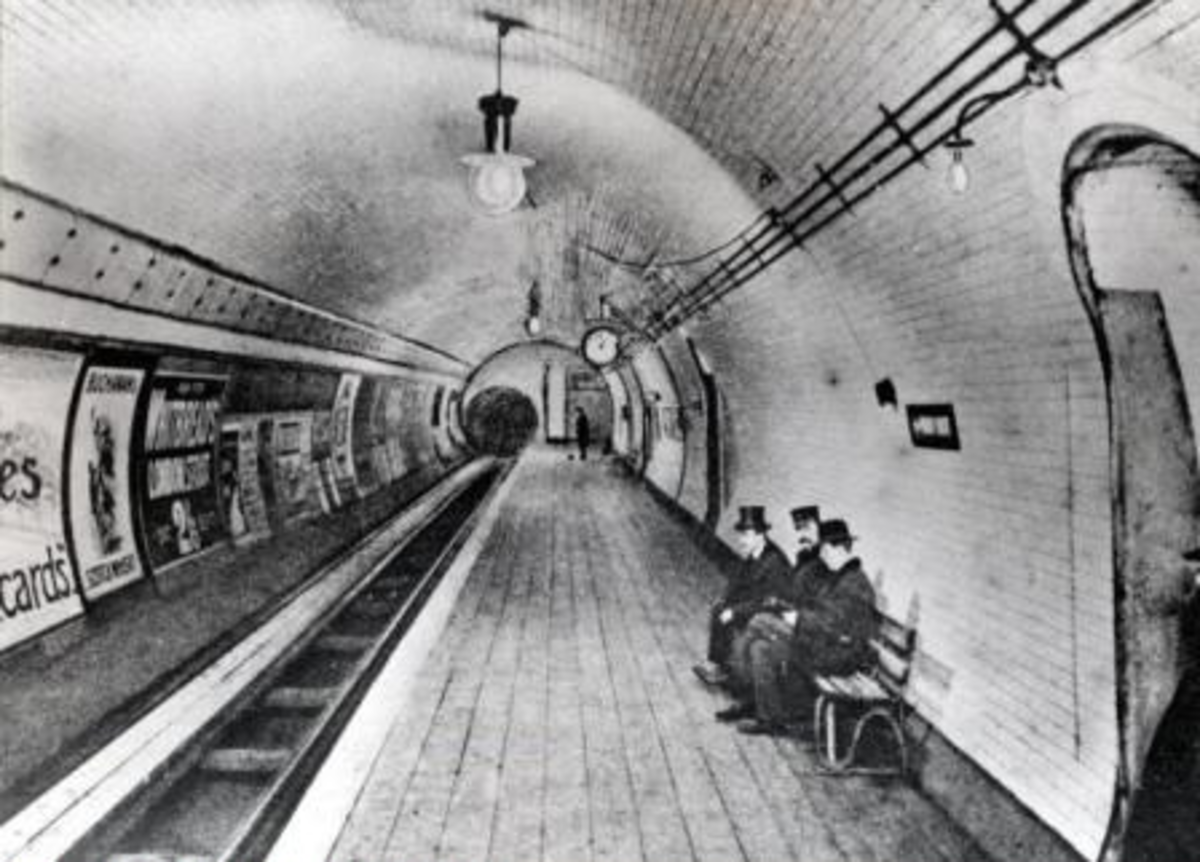 Early photo of British Museum platform