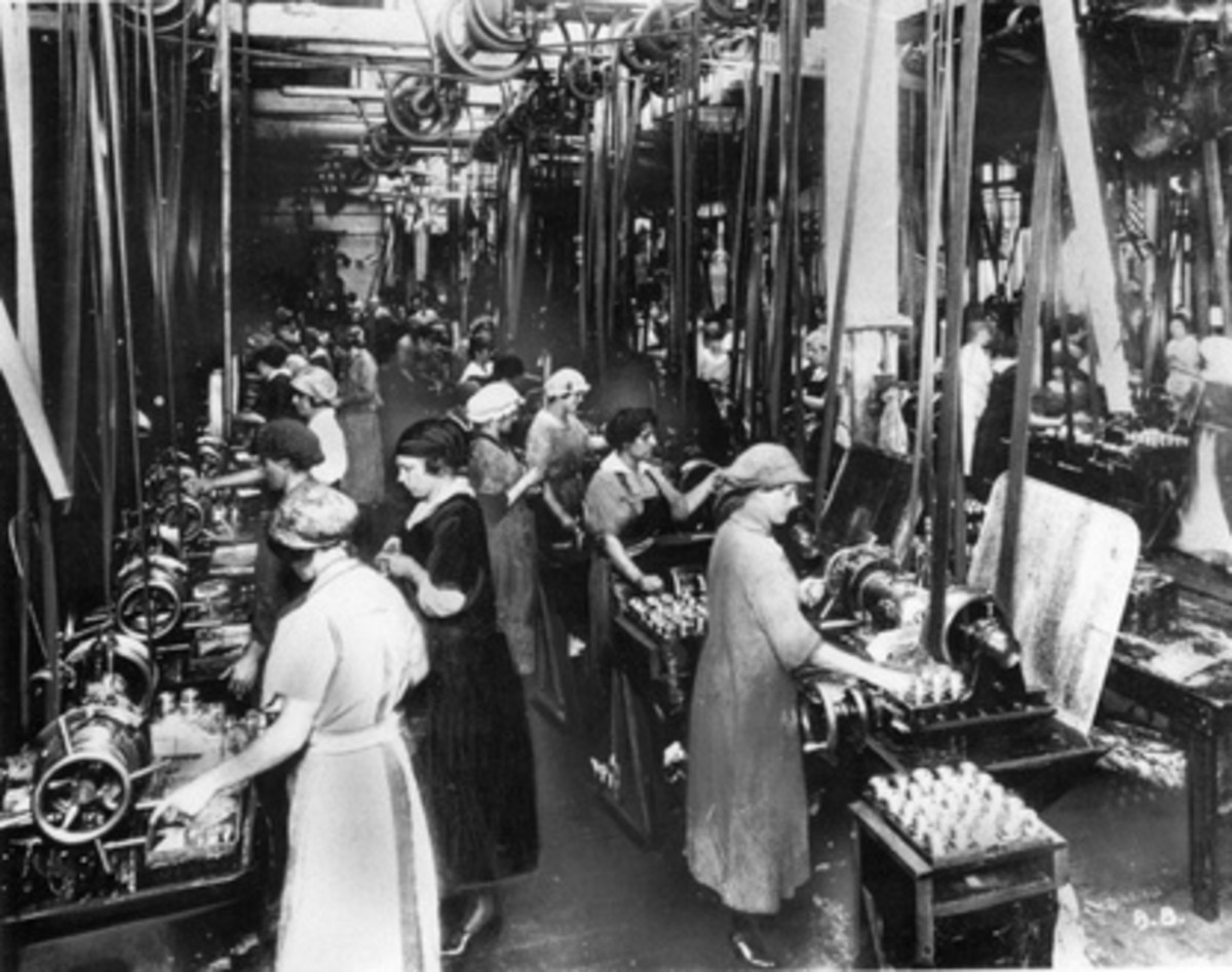 By 1917 women also worked in munitions factories and around 400 women died from overexposure to TNT during the war.