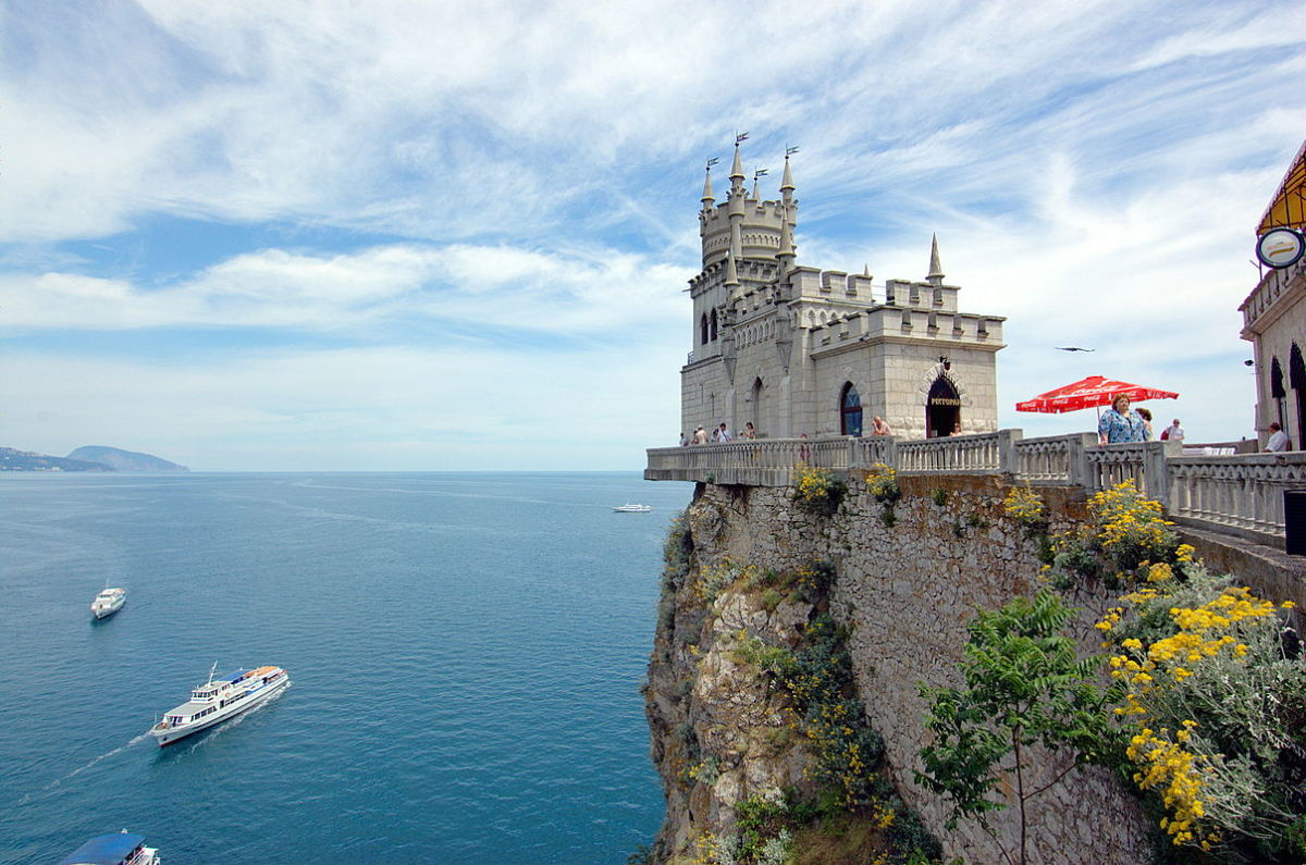 Built in 1912, the Swallow's Nest is one of the Neo-Gothic châteaux fantastiques near Yalta.