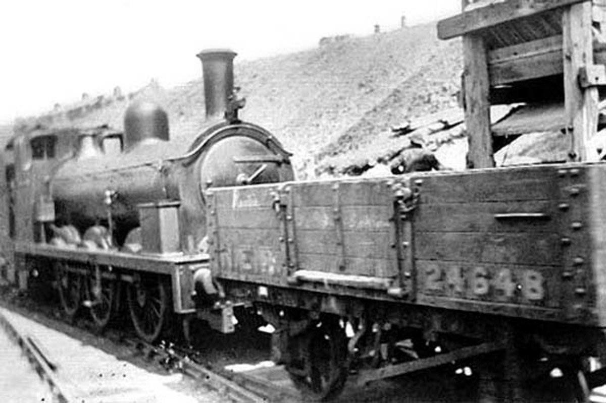 A Class 1001 shunts wagons at Rosedale West prior to returning to Ingleby Incline