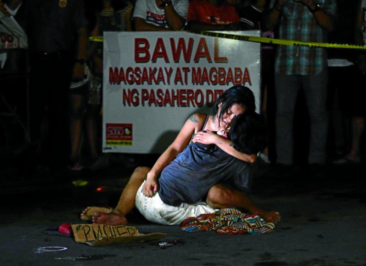 Relative Crying After Killed Victim of 'Drug of War'