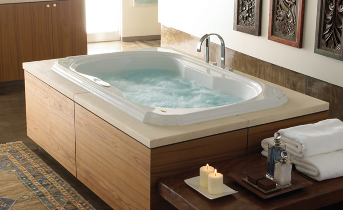 The Pros & Cons of Jacuzzi-Style Bathtubs