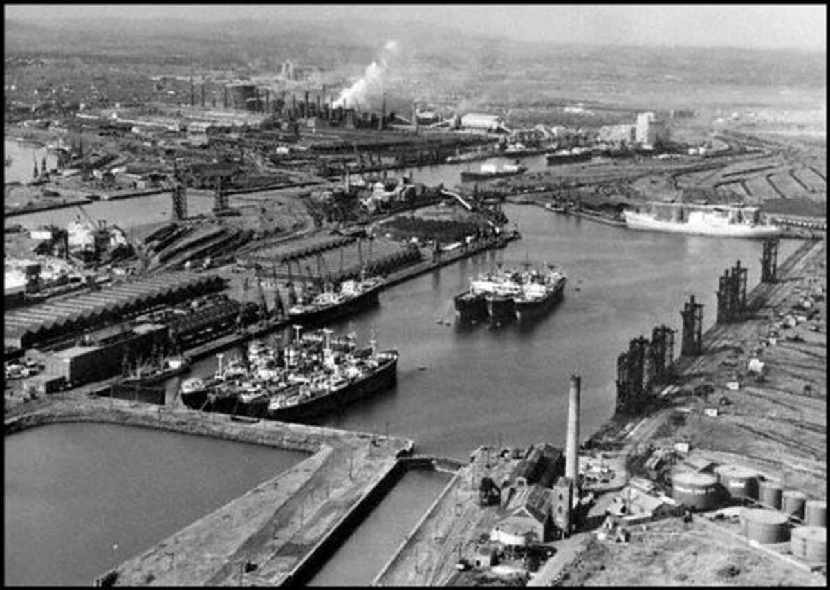 Aerial view of Alexandra Dock in the 1950s with coal handling facilities on the bottom right and centre left. Hull was at a disadvantage in being located in a largely flat area, unable to use high level hopper staiths