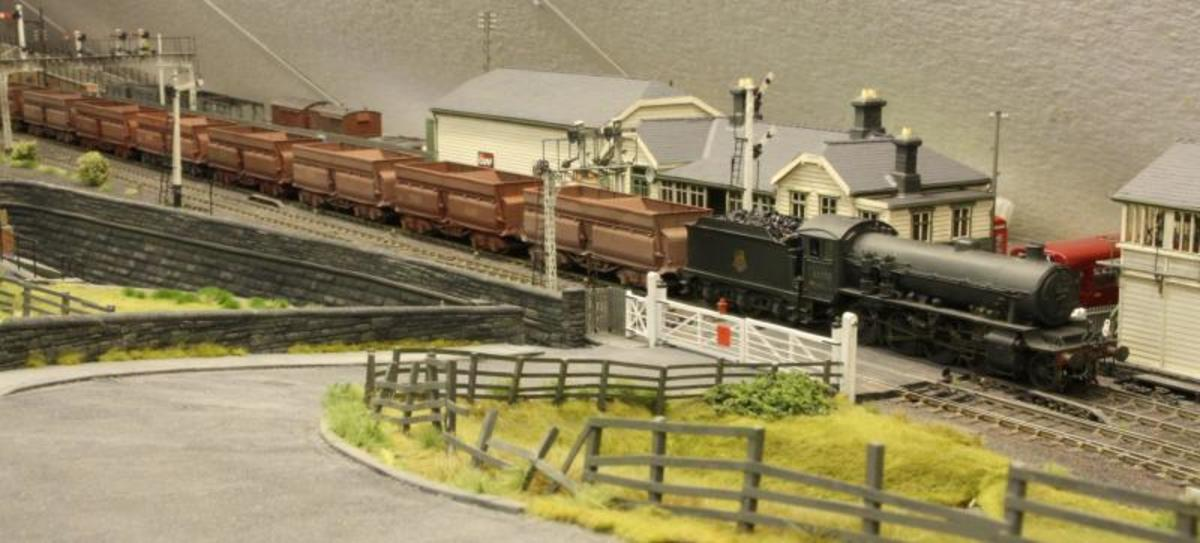Jntil the 1960s trains of eight 56 ton hoppers were hauled by ex-LNER Class O1 2-8-0 equipped with twin air compressors (see model above); based at Tyne Dock shed similarly equipped several ex-NER Class Q7 0-8-0 shared the duty