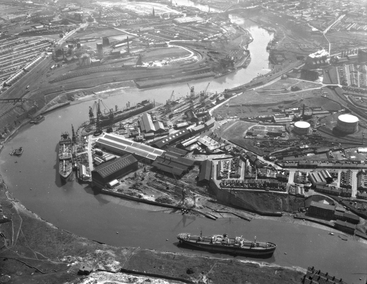 The shipyard of James Laing & Sons lay on a bend in the river. At one stage after WWII there were around a half dozen yards here. In 1816 there were twenty, taking advantage of peacetime trade after Waterloo